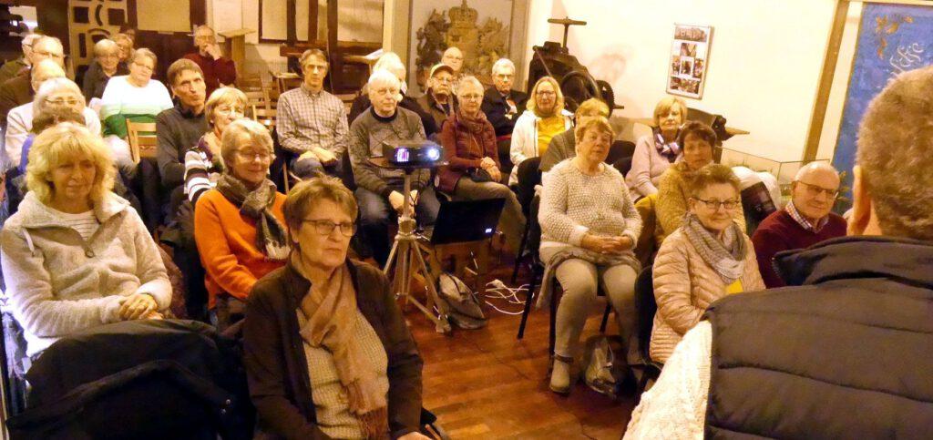 Zuschauer beim Filmabend