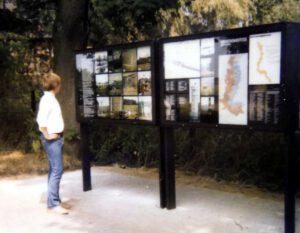 Informationstafel vor der Brücke
